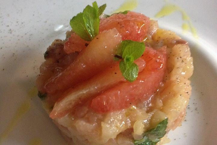 Amberjack tartare in pink grapefruit and mint sauce